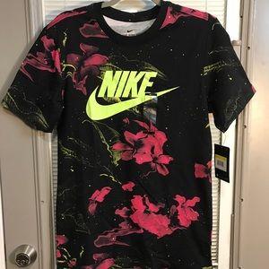 Nike Tshirt NEW rare floral print